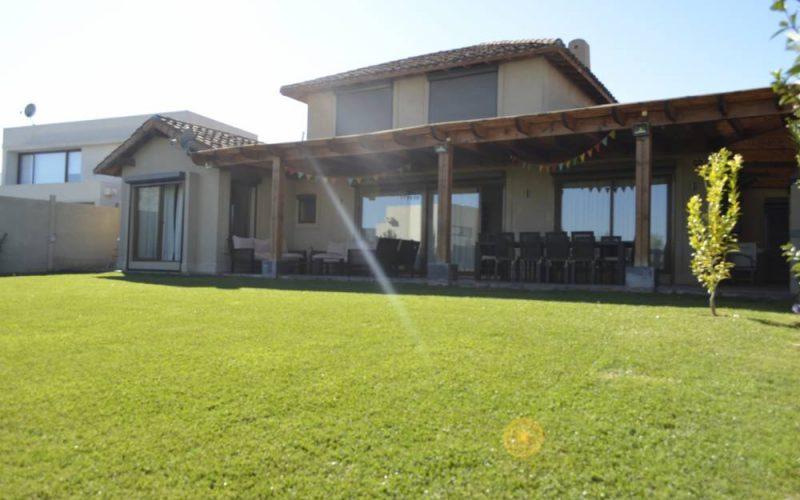 VENDIDA. Casa en condominio Monte Piedra, Piedra Roja